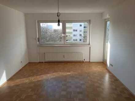 Ruhige, helle neu renovierte 3-Zimmer-Wohnung mit Balkon und EBK in Aubing, München