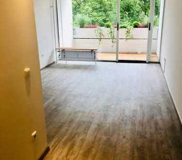 PROVISIONSFREI ZUM SOFORTIGEN BEZUG: Renoviertes 1 Zimmer-Apartment in U-Bahn Nähe
