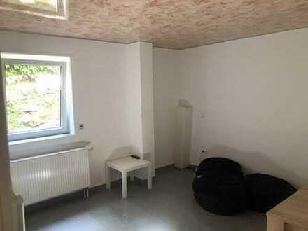 Büro/Modernisierte 2-Raum-Wohnung mit Einbauküche in Waldsee