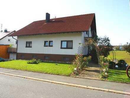 Kapitalanlage - Sonnig - ruhig - naturnah! Gemütliches Einfamilienhaus m. ELW u. Garage