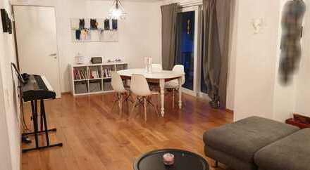 Stilvolle, geräumige und neuwertige 2-Zimmer-Wohnung mit Balkon und Einbauküche in Leimen