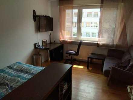 15 Quadratmeter WG-Zimmer in netter und top ausgestatteter 3er WG