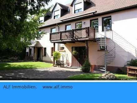 Gemütliche 5 Zimmer WE mit 2 Bädern und Balkon in ausgebauter Scheune