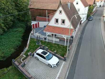 Haus am Bach! Idyllisches Einfamilienhaus mit guter Ausstattung