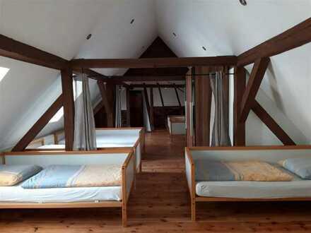 4-Zimmer- DG-ETW - Kernsaniert m. Terrasse, gr. Bad u. Küche + Pkw-Stellplatz!