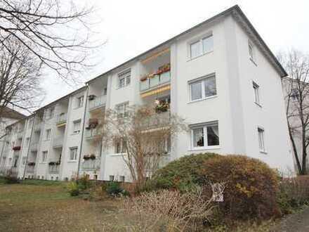 Gepflegte 2,5 Zimmerwohnung mit Balkon direkt am Staatstheater!