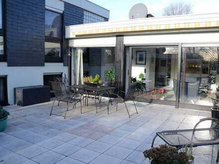 Schönes Haus mit acht Zimmern in Leverkusen, Lützenkirchen