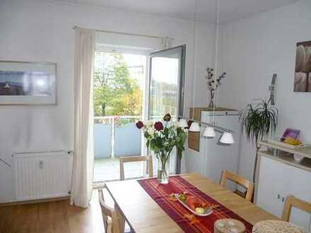 Modernisierte große Wohnung mit Balkon in ruhiger Lage