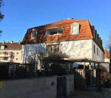 Dachgeschoßwohnung mit Loggia in ruhiger Lage von Pfersee, nur 15 Minuten vom Hauptbahnhof Augsburg