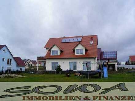 Frei ab August! Mehrfamilenhaus + Grundstück - Platz für die Großfamilie (3 Wohnungen) mit Garten...