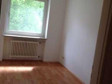 Biete helles Zimmer in Nähe Moosach Bhf
