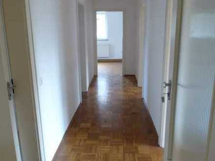 Selb, gepflegte, sonnige 5-Zimmer-Wohnung mit EBK und Balkon