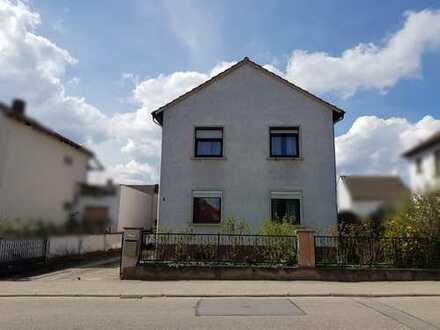 Zwangsversteigerung - Großzügiges Zweifamilienhaus (WEG) mit ca. 485 qm großem Grundstück