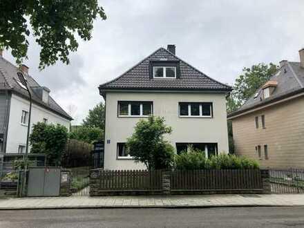 Zentral gelegenes Zweifamilienhaus in Ramersdort-Perlach zur Eigennutzung, Vermietung oder Abriss