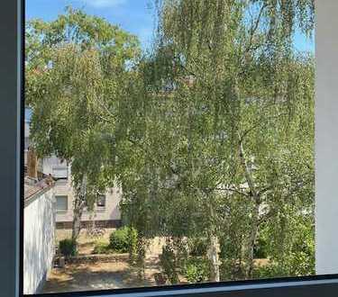 Schöne 2 Zimmer Whg mit Balkon in Bockenheim
