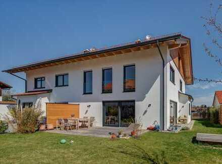 Außergewöhnliche, großzügige Doppelhaushälfte in Oberhaching