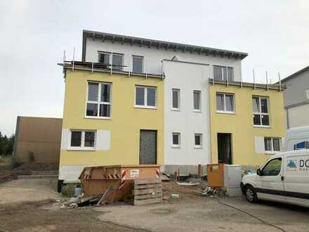 ERSTBEZUG: Neu gebauten Doppelhaushälfte mit Garage und Garten