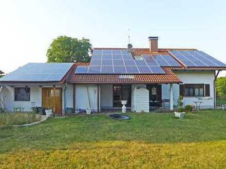 Vielseitig nutzbar - Grund teilbar! Schönes Einfamilienhaus mit Werkstattanbau in Obermeitingen