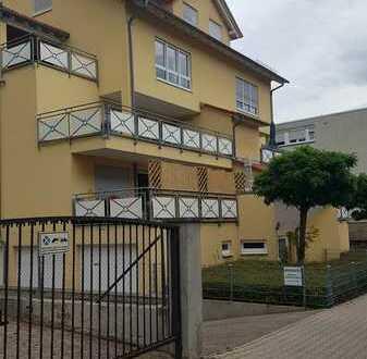 Sanierte 4-Raum-Wohnung mit Balkon und Einbauküche in Pforzheim