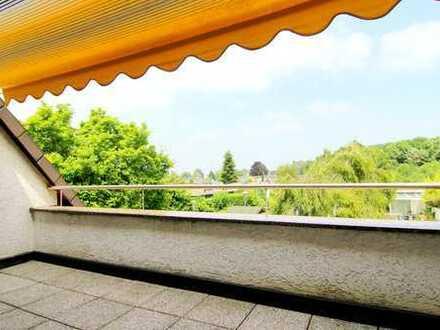 Zink Immobilien: Balkon mit Grünblick, Markise, Einbauküche, ruhiges 3 Parteienhaus