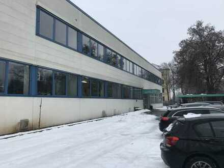 Bis zu 1.300 m2 Produktionsfläche mit Büro zu vermieten