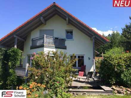 Herrschaftliche Villa mit Doppelgarage und großzügigem Garten