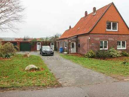 Charmantes Einfamilienhaus mit Doppelgarage und großem Grundstück