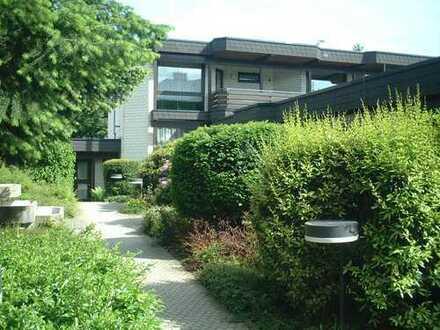 Oberursel: neu sanierte 3 Zi. Wohnung, 2 herrliche Balkons, ruhig & zentrumsnah