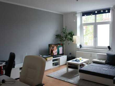 Ab sofort - Zentral gelegene, helle Zwei-Zimmer-Wohnung direkt am HofBad
