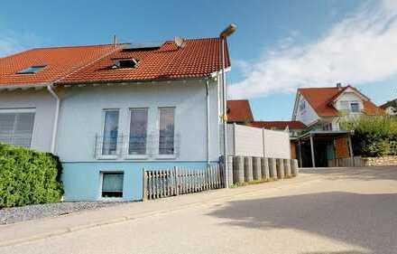 Doppelhaushälfte in ruhiger Lage - Bj. 2003 - EBK - TL-Bad - Terrasse - Carport
