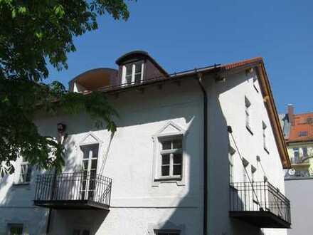 4-Zimmer-Wohnung im 1. OG. in Pasing in denkmalgeschütztem Haus