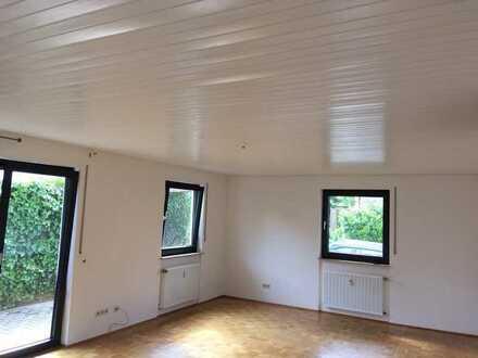 Helle 2 ZKB Erdgeschoßwohnung + großer Kellerraum mit sep. Dusche/WC