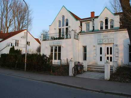 Schöne 2,5 Zi-Galerie-Whg., Rottenburg, Stadtrand, 2 Balkone, EBK