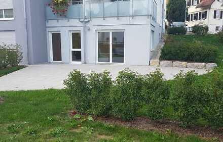 Erstbezug, Barrierefrei: Schöne 2,5-Zimmer-EG-Wohnung mit EBK und großer Terrasse in Epfendorf