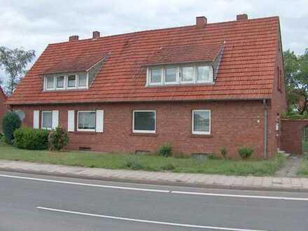 DHH mit 2 Wohnungen, Garage und Garten.