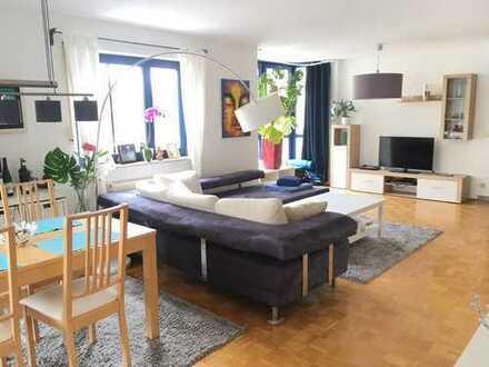 Großzügige und lichtdurchflutete 2-Zimmer-Wohnung in bester Lage