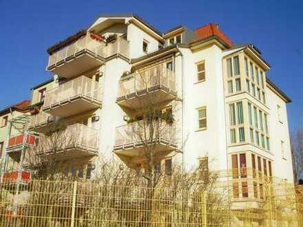 1-Zimmer-Wohnung mit Einbauküche, Aufzug und Balkon mit Ausblick über Zwickau