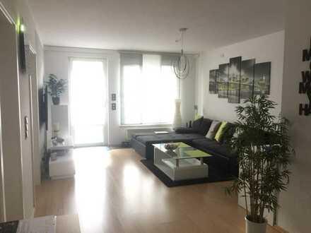 Moderne, geräumige zwei Zimmer Wohnung mit Balkon und TG-Stellplatz in Nürnberg