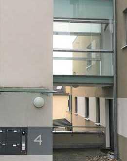 Exklusive, neuwertige 4,5-Zimmer-Wohnung mit Terrasse, Wintergarten und sep. Eingang in Esslingen