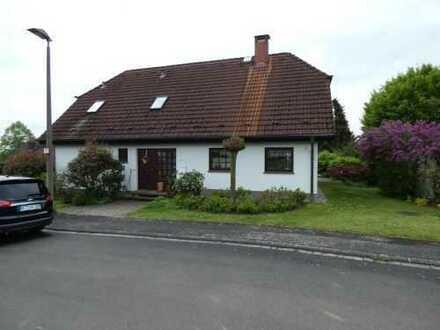 Schönes Zweifamilienhaus mit Garten in 97337 Dettelbach