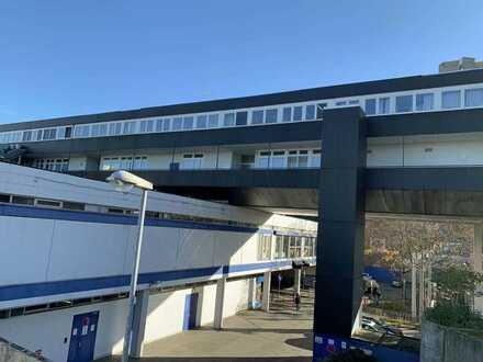 Großzügige Arztpraxis im Vogelstang-Center mit Parkplätzen und Fahrstuhl