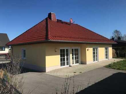Modernes Einfamilienhaus mit großer Terrasse und Garage zur Miete