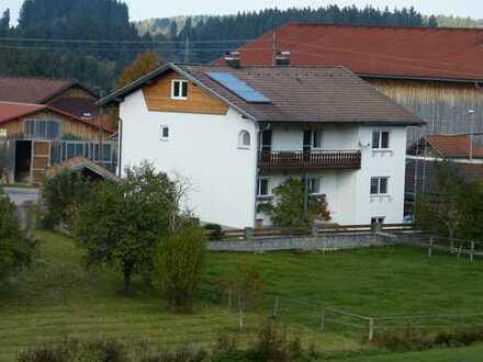 Hochwertige 5-Zimmer-Wohnung im EG mit Garten, Einbauküche, inkl. Keller+Garage