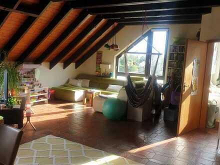 Sanierte 3-Zimmer-Nichtraucher-Dachgeschosswohnung mit Balkon in Wiesbaden-Kloppenheim