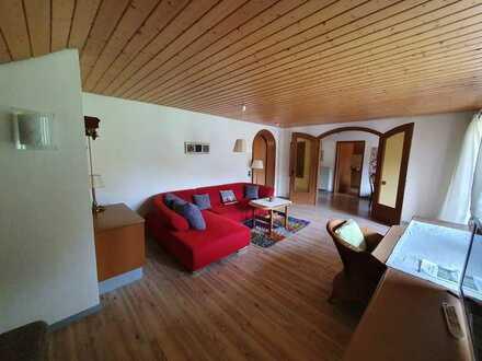 Gepflegte DG-Wohnung mit zweieinhalb Zimmern sowie Balkon und EBK in Bad Teinach-Zavelstein