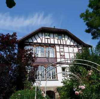 Schöne denkmalgeschützte Villa mit großem Garten sowie ca.10 Stellplätzen in 71134 Deufringen