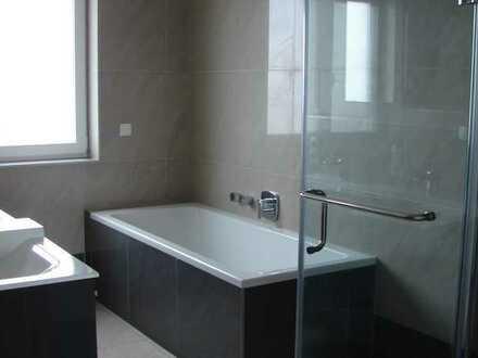 Neuwertige geräumige 3-Zimmer-OG Wohnung mit Balkon in Saulheim