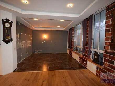 Wohnen & Arbeiten unter einem Dach: Große, sanierte Loft-Wohnung + Gewerbeeinheit + Terrasse