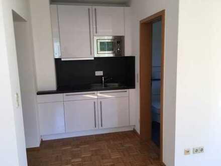 Gepflegte 1-Zimmer-Wohnung mit Balkon und Einbauküche in Weiden