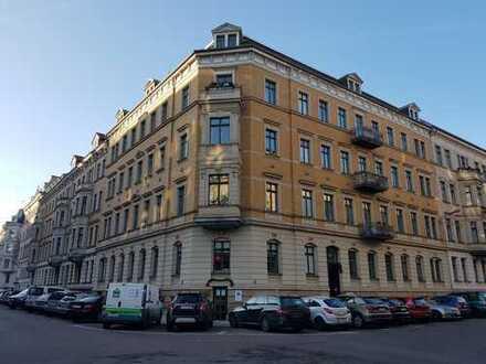 große 3-Zimmer-Wohnung mit Balkon im Waldstraßenviertel